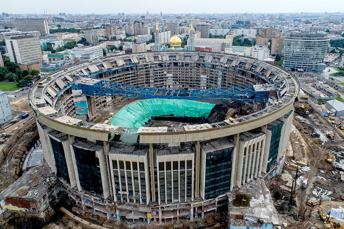 Olimpiyskiy' with no roof, June 2020.