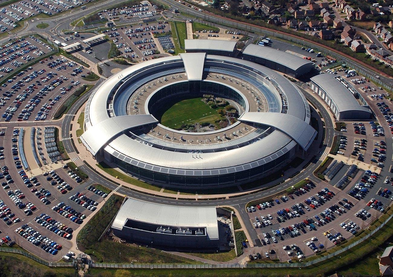 Kantor pusat GCHQ, yang dikenal sebagai 'The Donut'.
