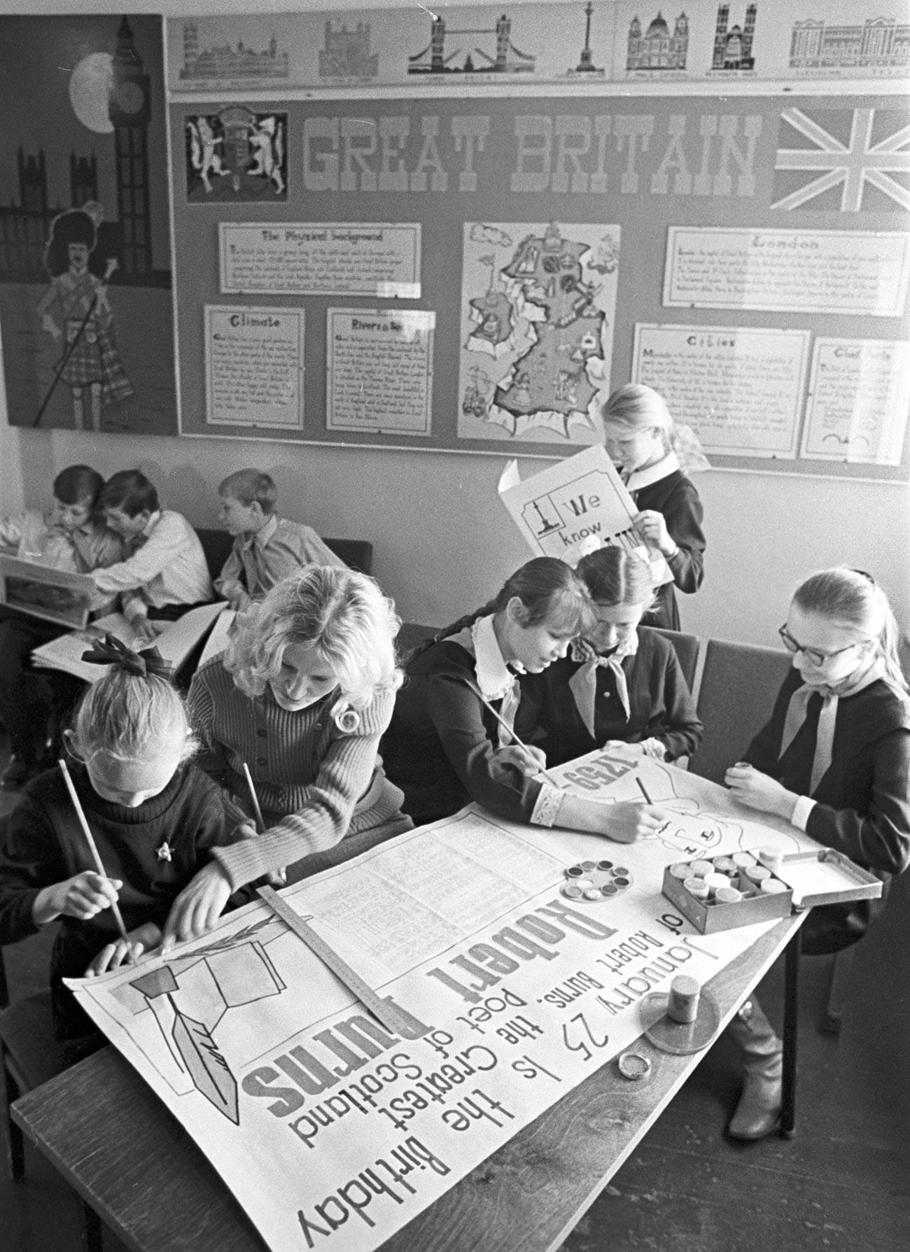 Plusieurs générations d'étudiants soviétiques ont appris l'anglais avec le best-seller de Bonk.
