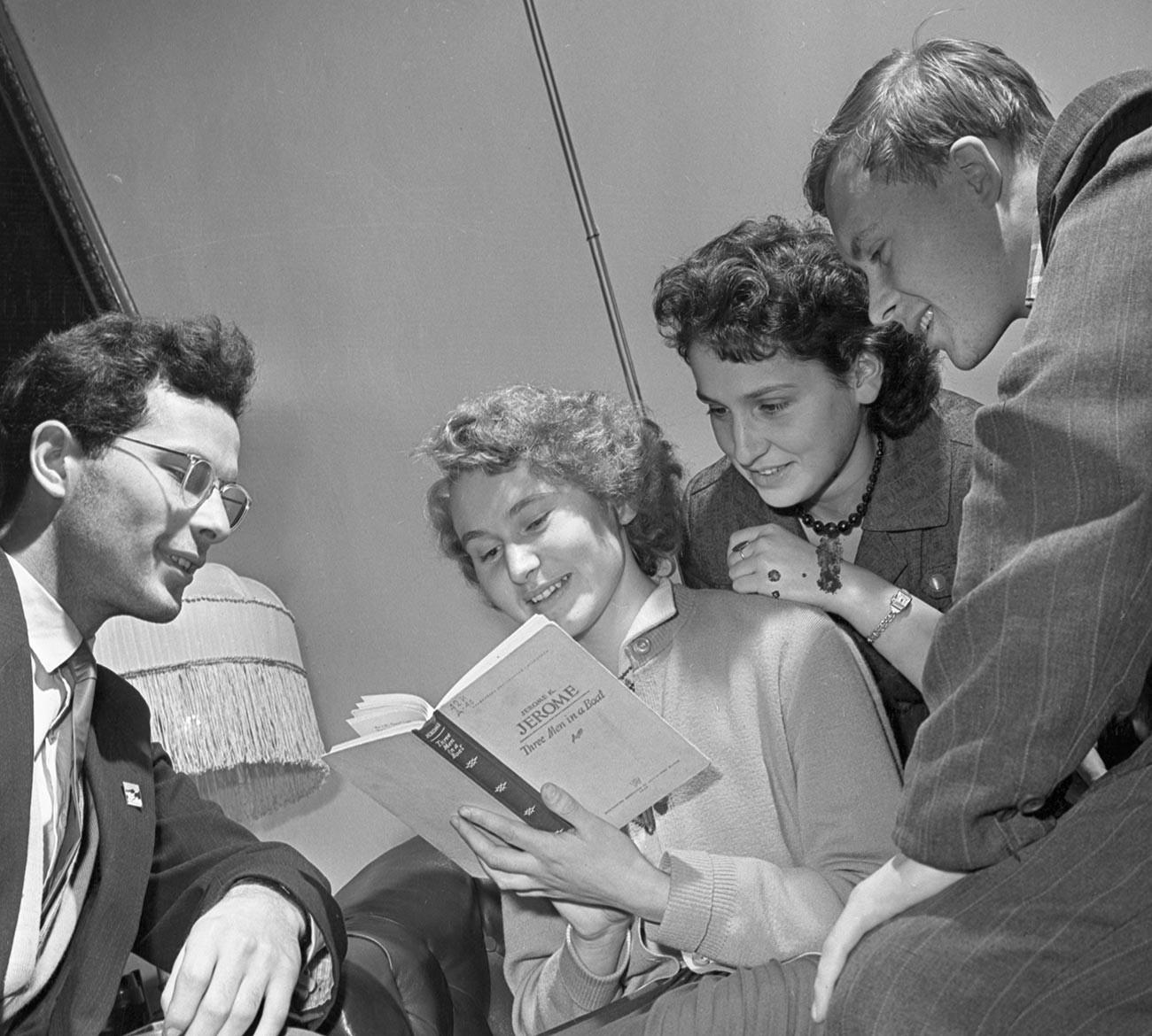 Un groupe d'étudiants de Moscou en 1958