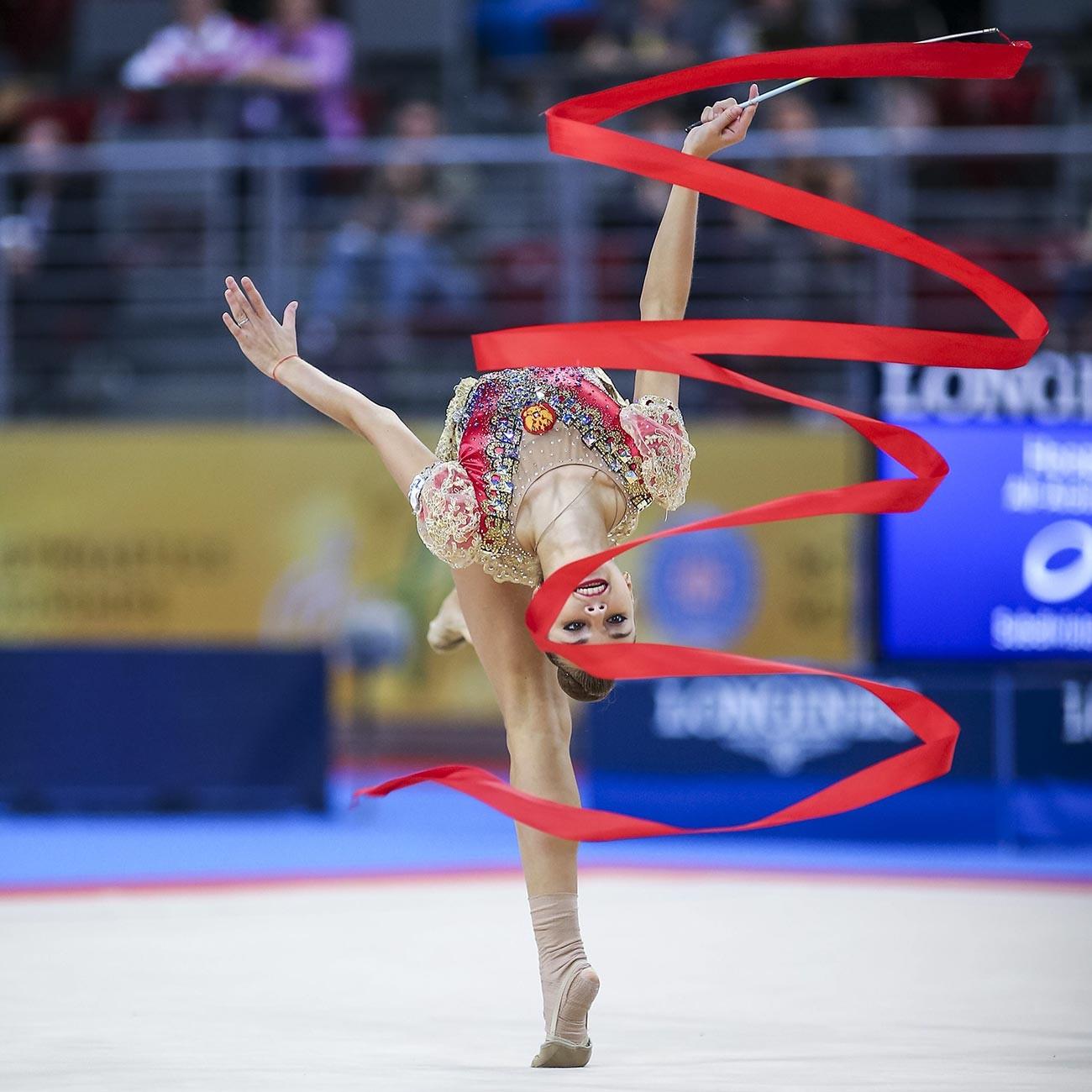 Дина Аверина на 36-тите финали на Световната купа по художествена гимнастика през 2018 в