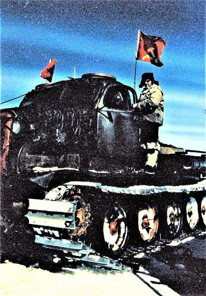 Estación Vostok, Antártida. Un científico ruso se sube a un tractor en la base Vostok de la Unión Soviética donde se está realizando el estudio de los rayos cósmicos.