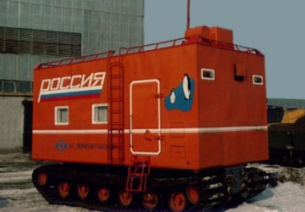 Autonomous Dwelling Complex U-18PG. Un remolque destinado al soporte vital de equipos de reparación y emergencia con capacidad para 8 ocupantes. Se trata de una roulotte en toda regla para entornos hostiles, ya que garantiza la supervivencia en temperaturas que van de los 40ºC a los -50ºC.