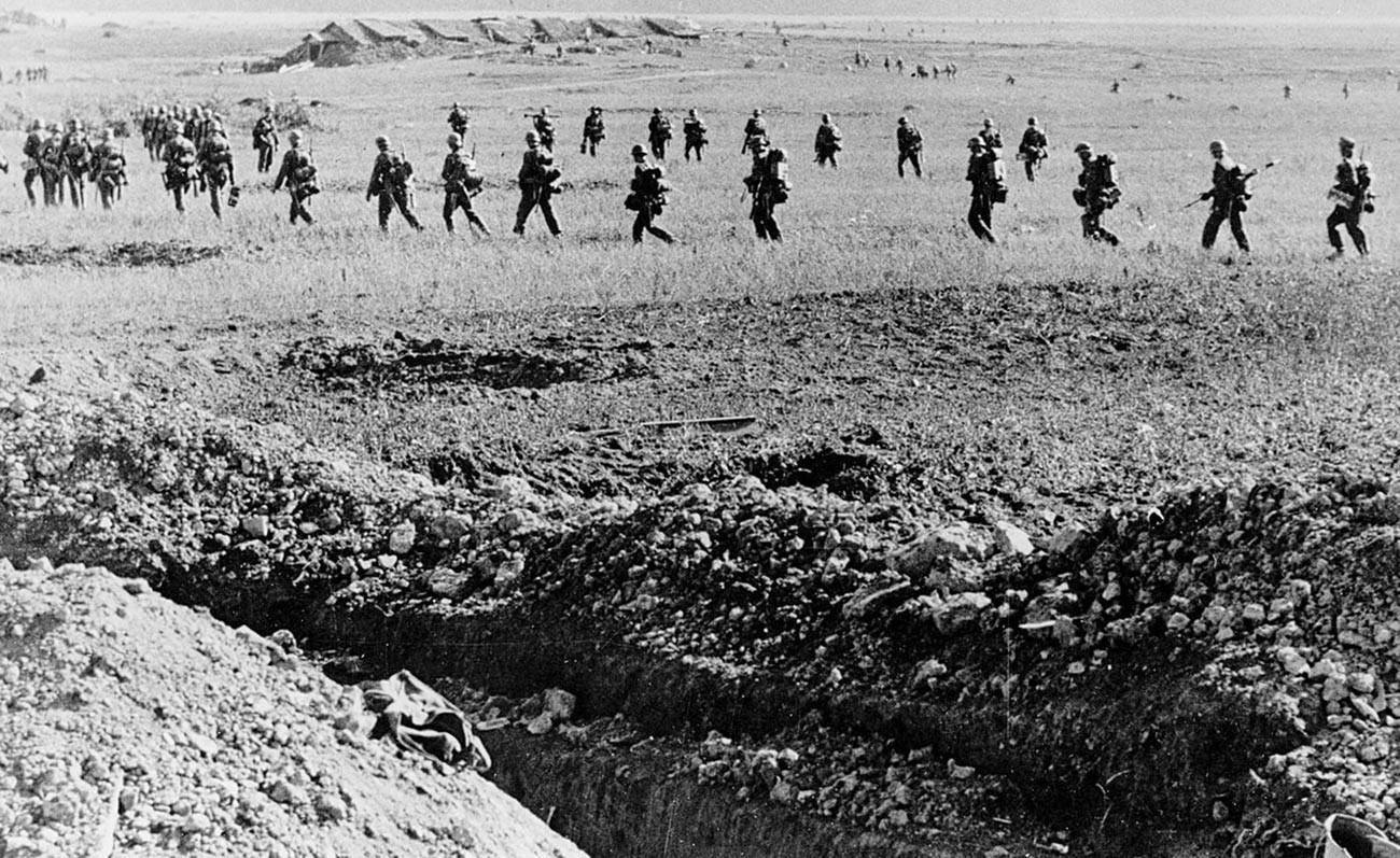 L'infanterie allemande en marche vers Leningrad