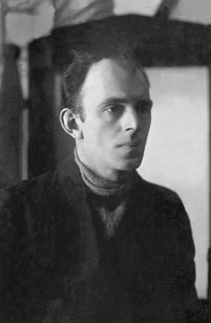 Osip Mandelshtam ritratto da un fotografo della rivista Ogonek. Mosca, 1923