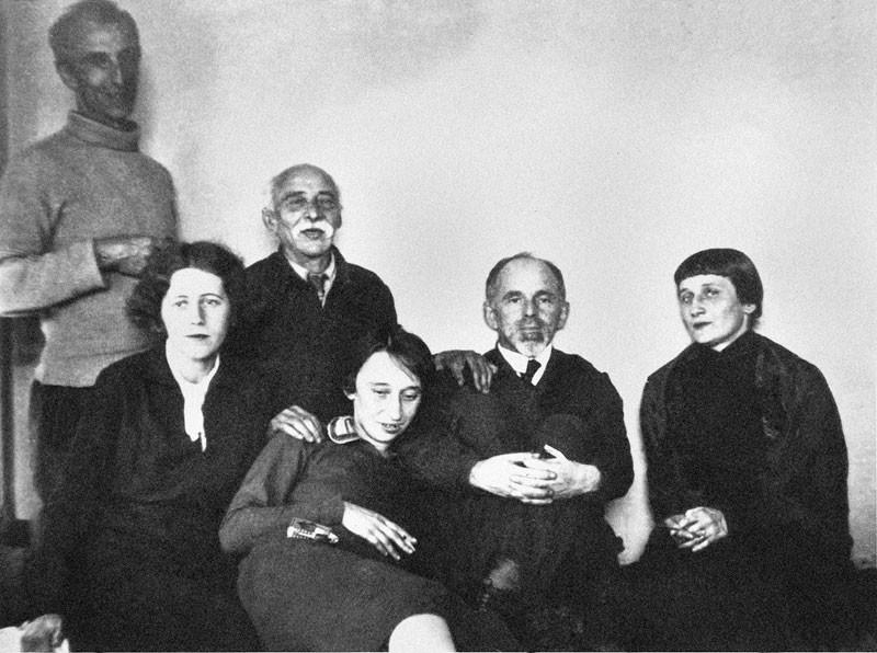Aleksandr Mandelshtam, Mariya Petrovykh, Emilij Mandelshtam, Nadezhda Mandelshtam, Osip Mandelshtam, Anna Akhmatova. Mosca, vicolo Naschokinskij, 1934