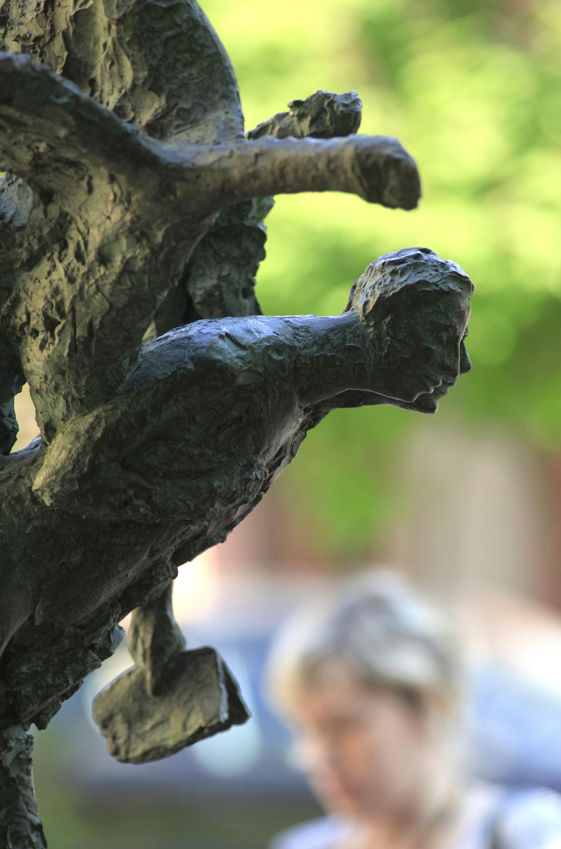 Inaugurazione del monumento a Osip e Nadezhda Mandelshtam (la Statua dell'Amore) nel cortile dell'Università statale di San Pietroburgo