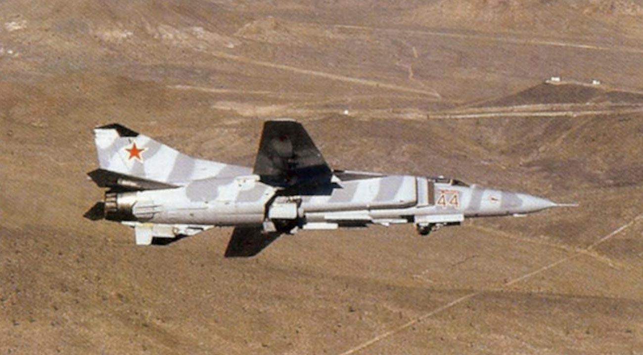 МиГ-23МС во лет. 4477 ескадрила за тестирање и процена.