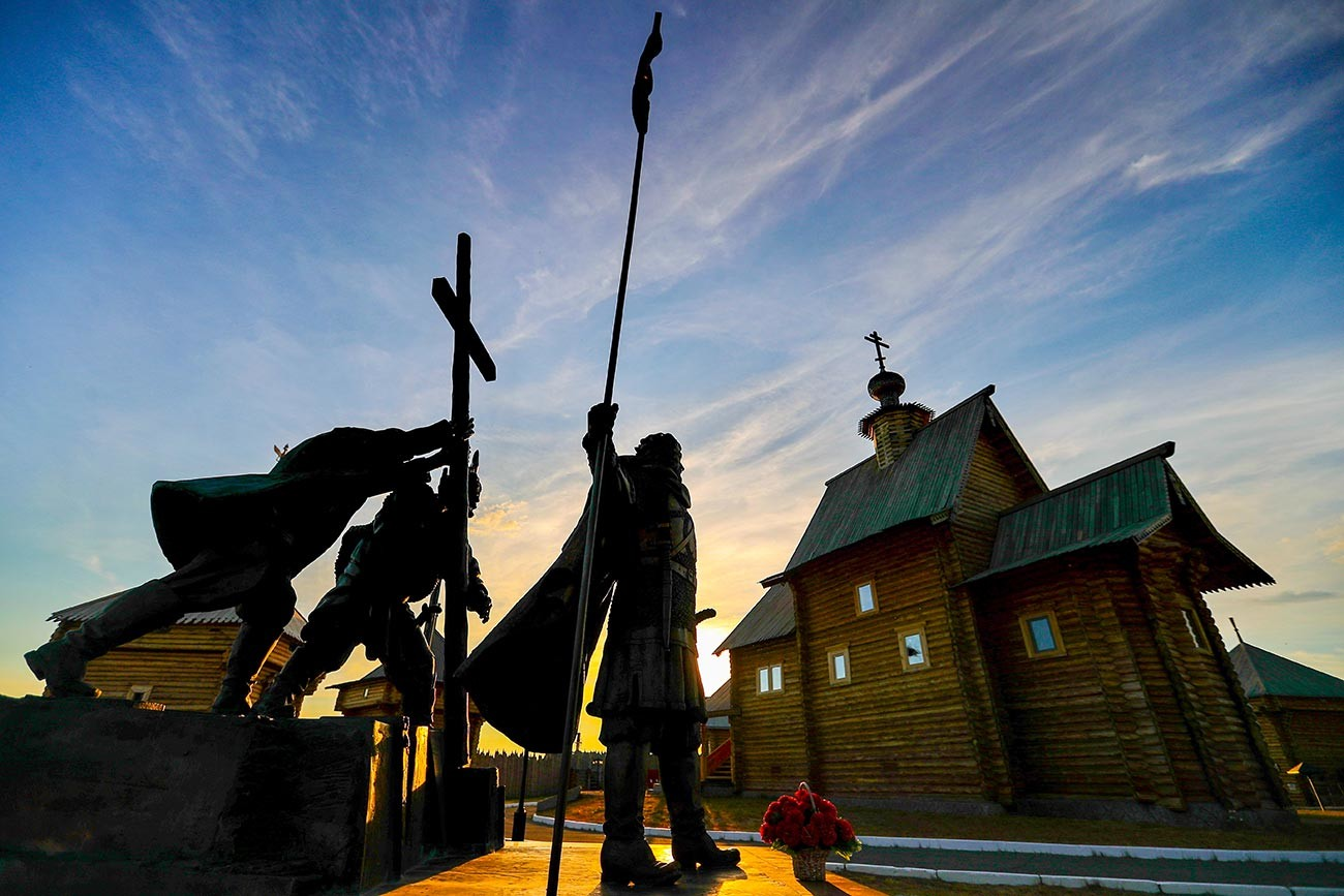 Monument aux pères fondateurs d'Obdorsk, sur le territoire du complexe historico-architectural de la forteresse d'Obdorsk