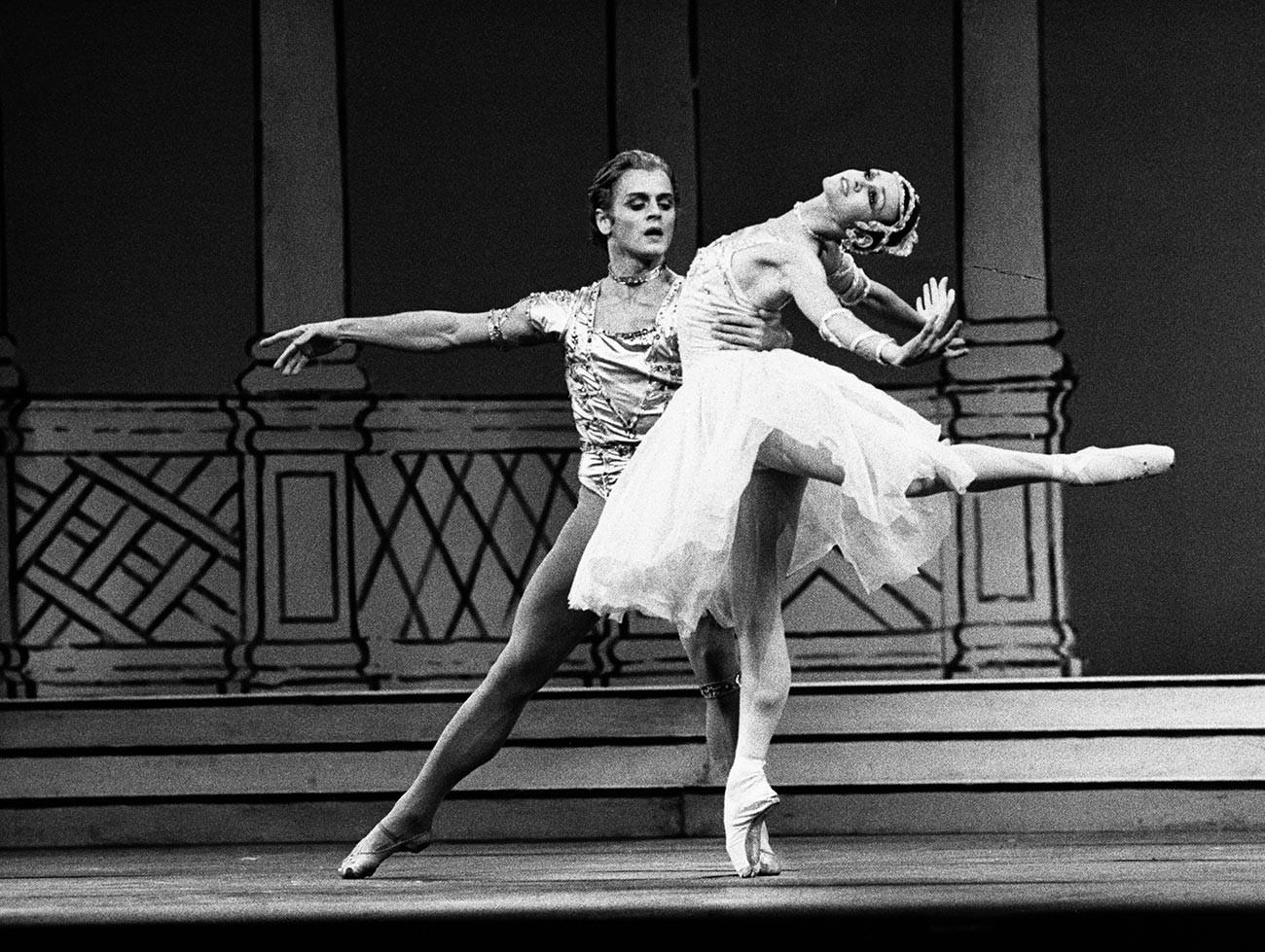 Mikhail Baryshnikov and Lesley Collier in 'Rhapsody' by Sir Frederick Ashton.