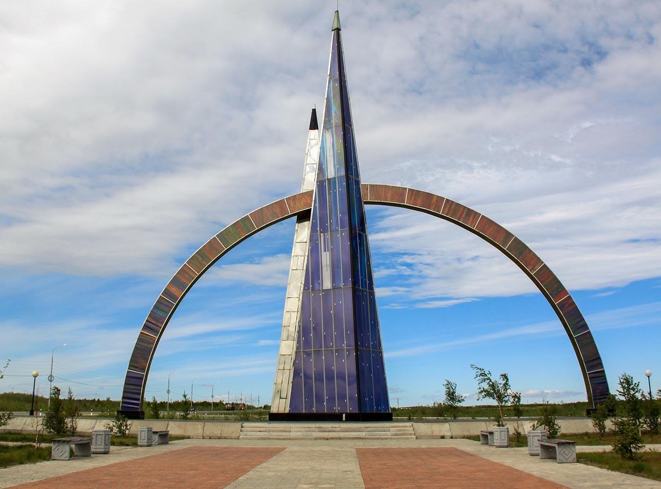 「北緯66度」の碑