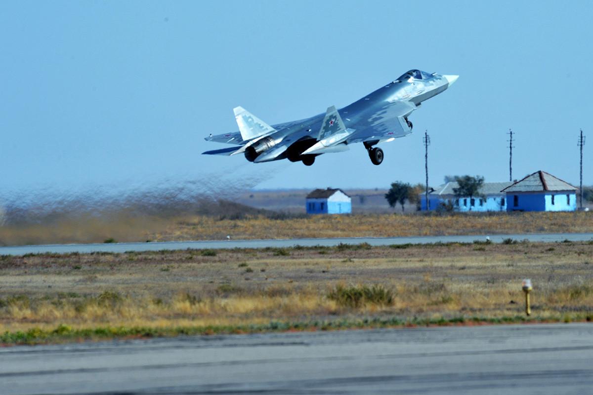 Višenamjenski lovac pete generacije Su-57 u 929. Državnom centru za testiranje letova Ministarstva obrane RF