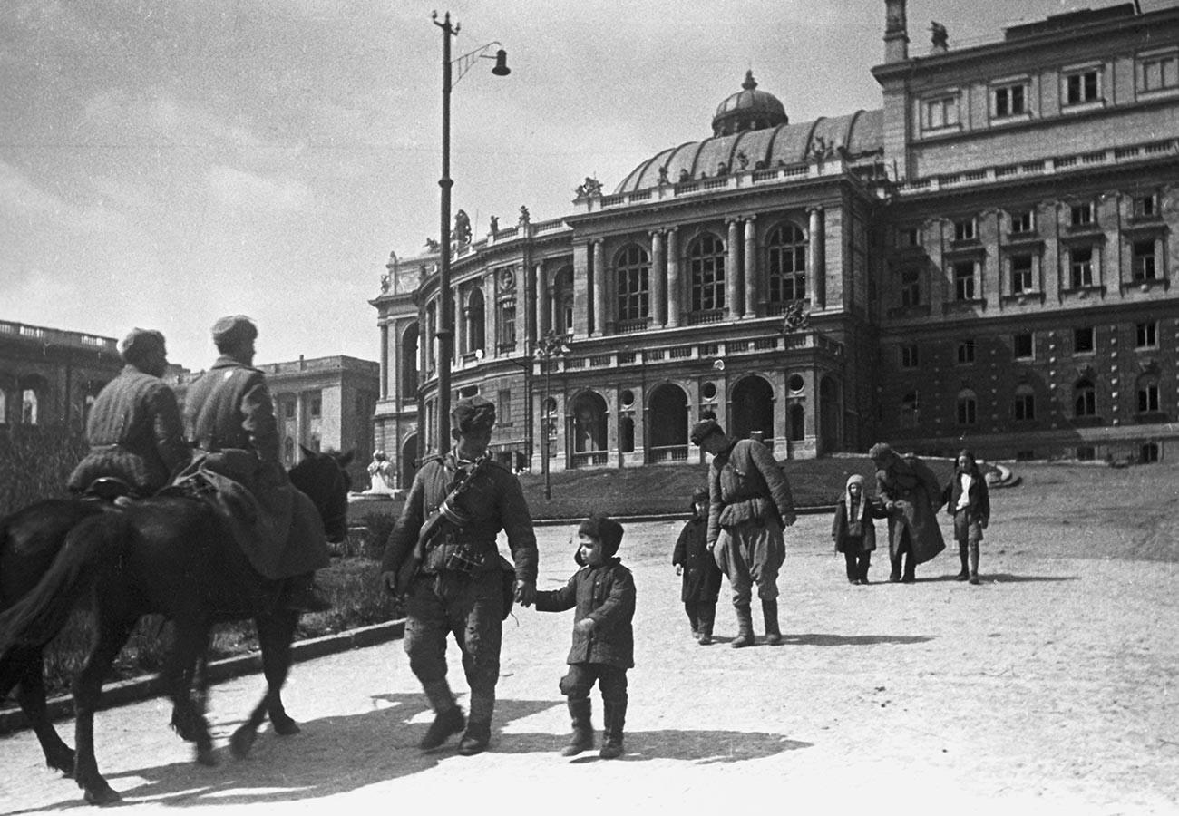 Во Одеса која ја ослободиле единиците на Третиот украински фронт.