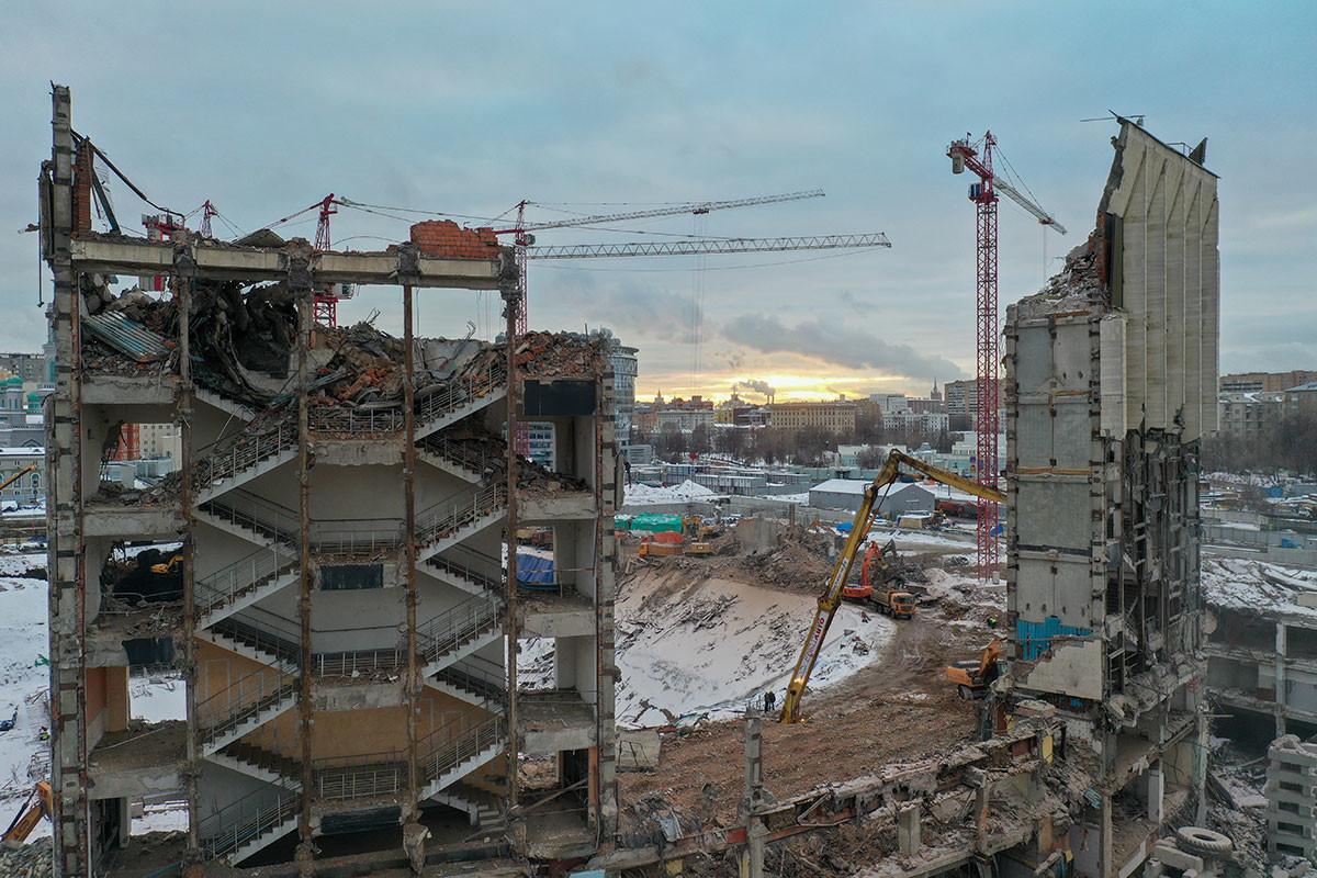 """Делумно уривање на челната фасада на """"Олимписки"""""""