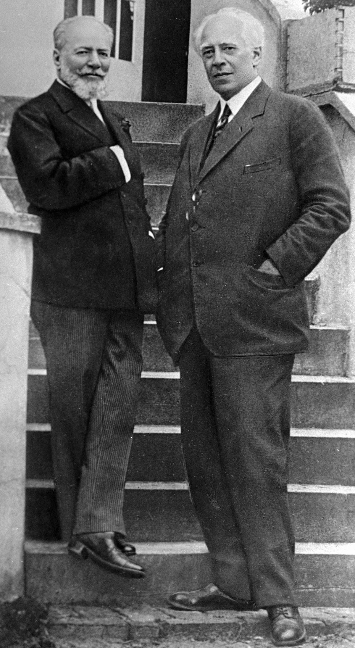 Stanislavski (à droite) et Nemirovitch-Dantchenko