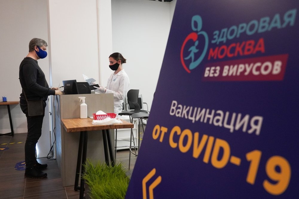 Vaccination point in Moscow's trade mall.