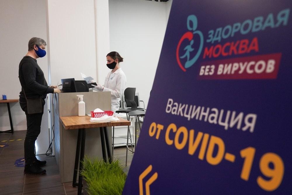 Posto de vacinação em shopping center de Moscou