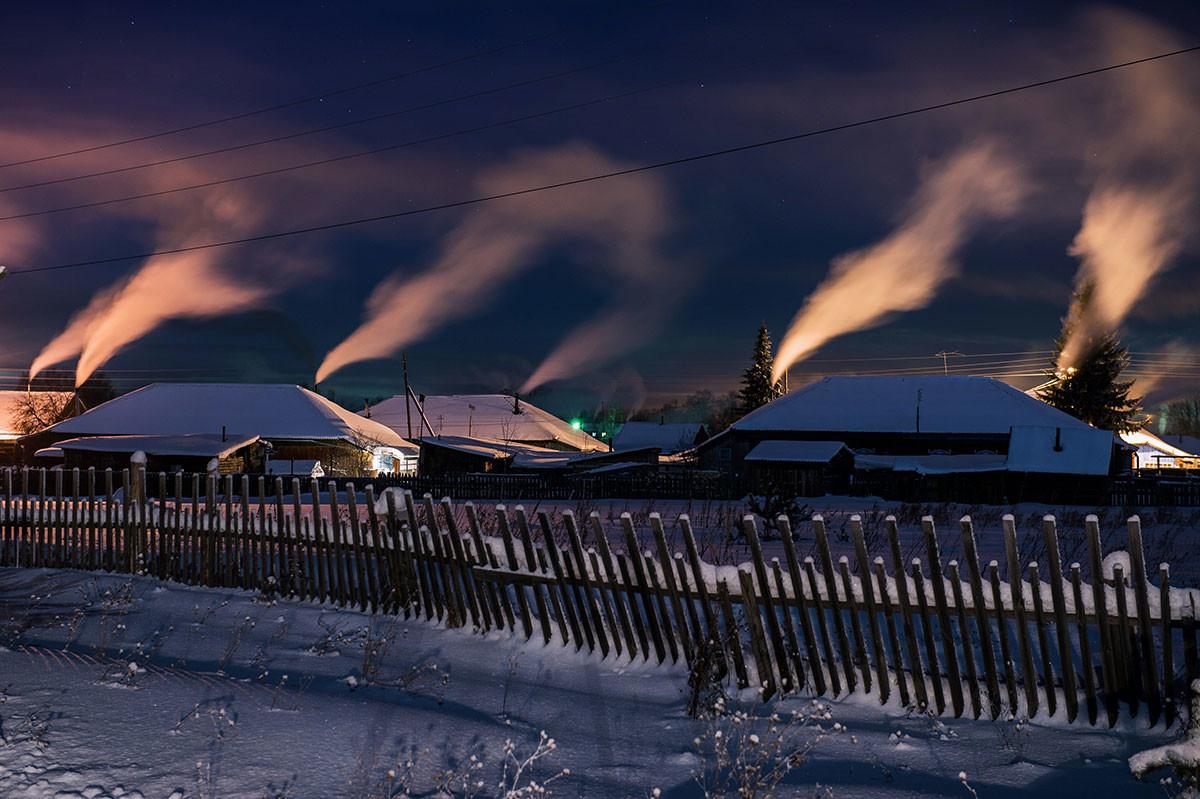 オムスク州の村、ムーロムツェヴォの夜景