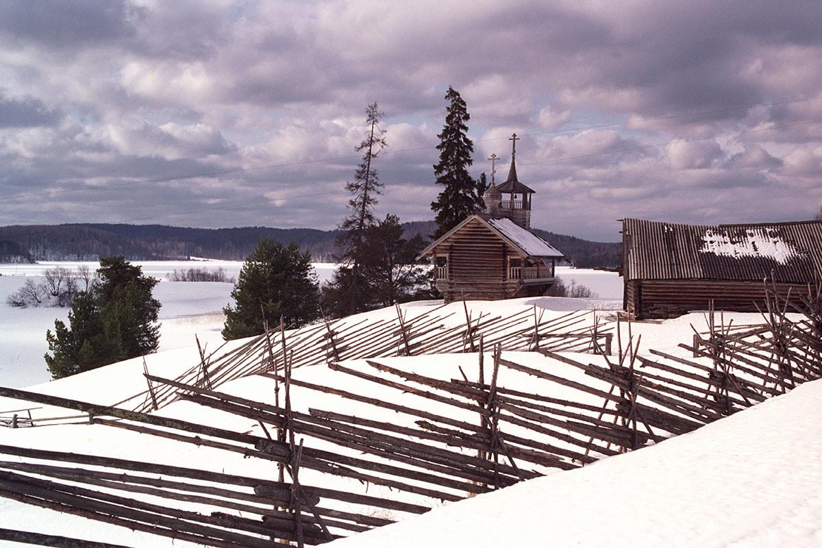 アルハンゲリスク地方に古くからあるゼフノボ村は少なくとも16世紀以前に作られ、いまでも人が暮らす。