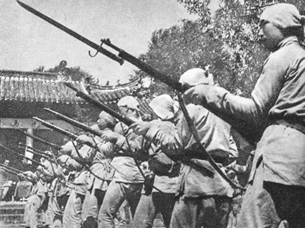 Soldados chineses liderados pelo comunista Ma Benzhai.
