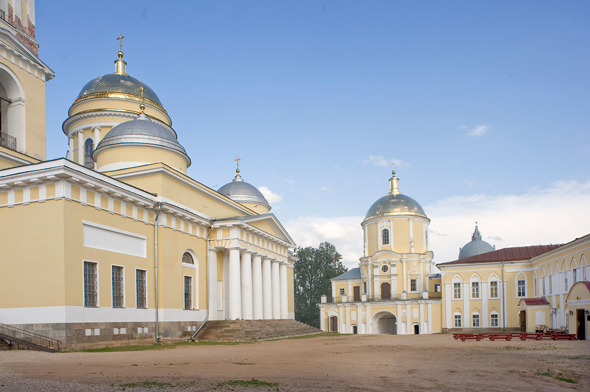 Богоявленска катедрала и църквата