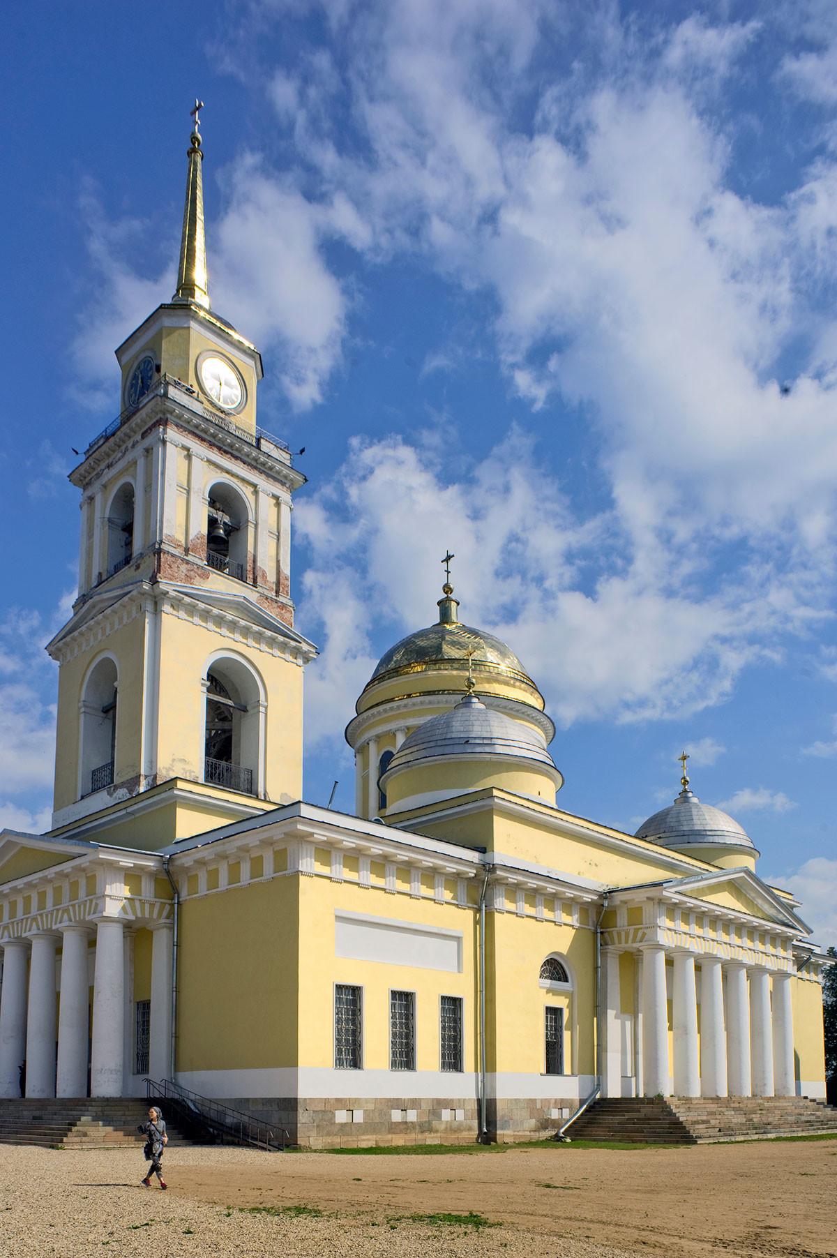 Богоявленска катедрала и камбанария, югозападен изглед. 23 август, 2016 г.
