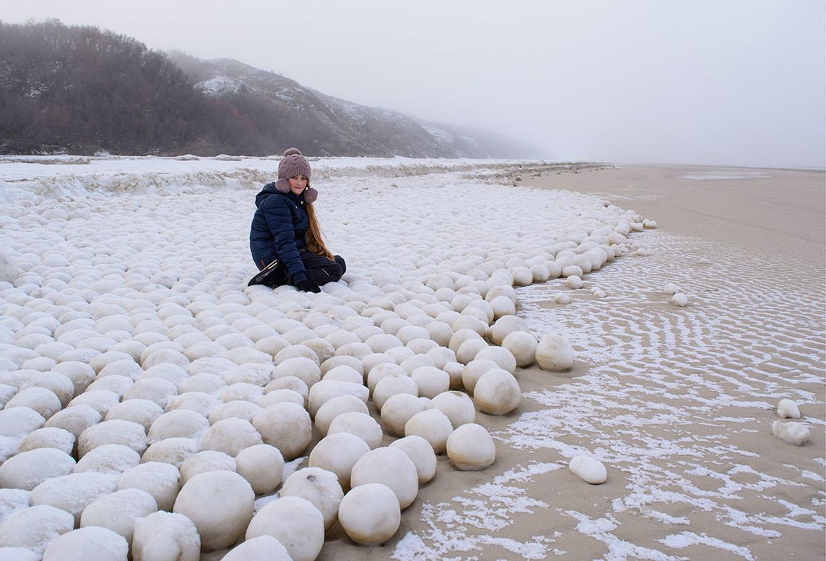 Џиновске ледене куглена полуострву Јамал, Русија.