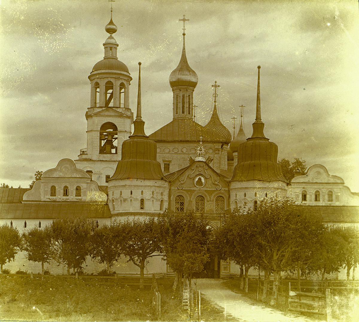 Puerta Santa e Iglesia de San Nicolás. Vista oeste. 1910