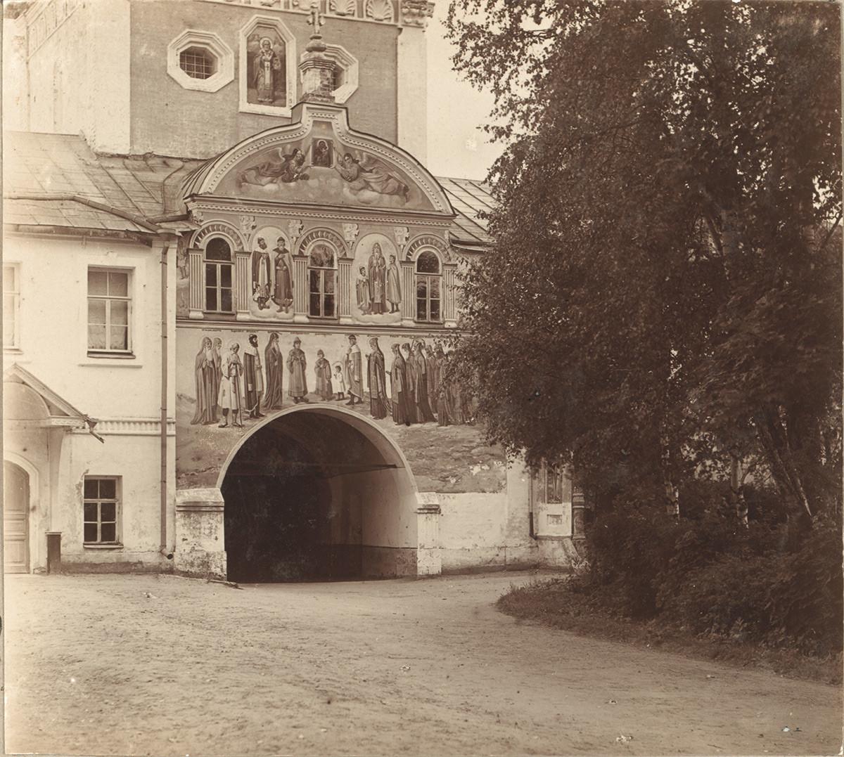 Puerta Santa e Iglesia de San Nicolás. Vista este. 1910