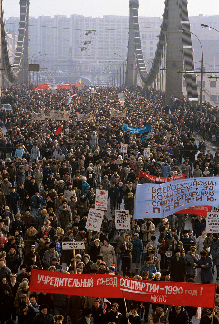 Снаге демократског блока су 4. фебруара 1990. организовале шетњу и митинг у Москви.