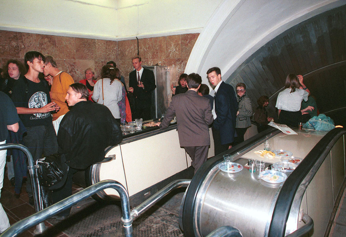 Ptyuch magazine presentation at Krasnye Vorota station of Moscow Metro, 1994