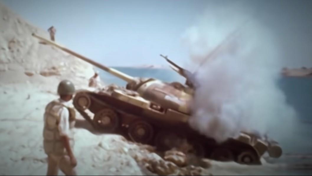T-55 egipcio durante el cruce del Canal de Suez. 1973.