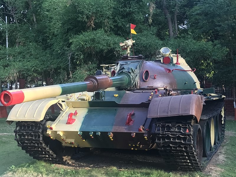 El T-54/55 fue ampliamente en la guerra Indo-Pakistaní de 1971 en varias batallas como la de Chachro.
