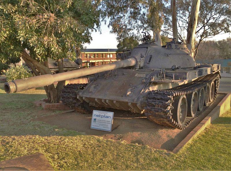 T 55 de las Fuerzas Armadas Populares de Liberación de Angola expuesto en el Museo de Tanques de Sudáfrica.