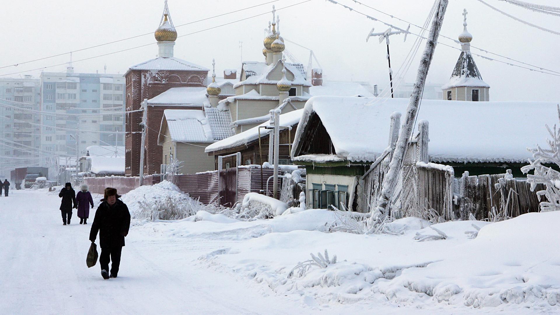 Musim dingin di kawasan kota tua.