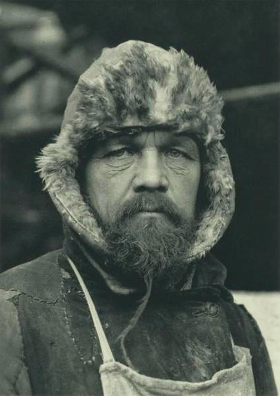 Kamerad Mikhail, tukang batu Siberia
