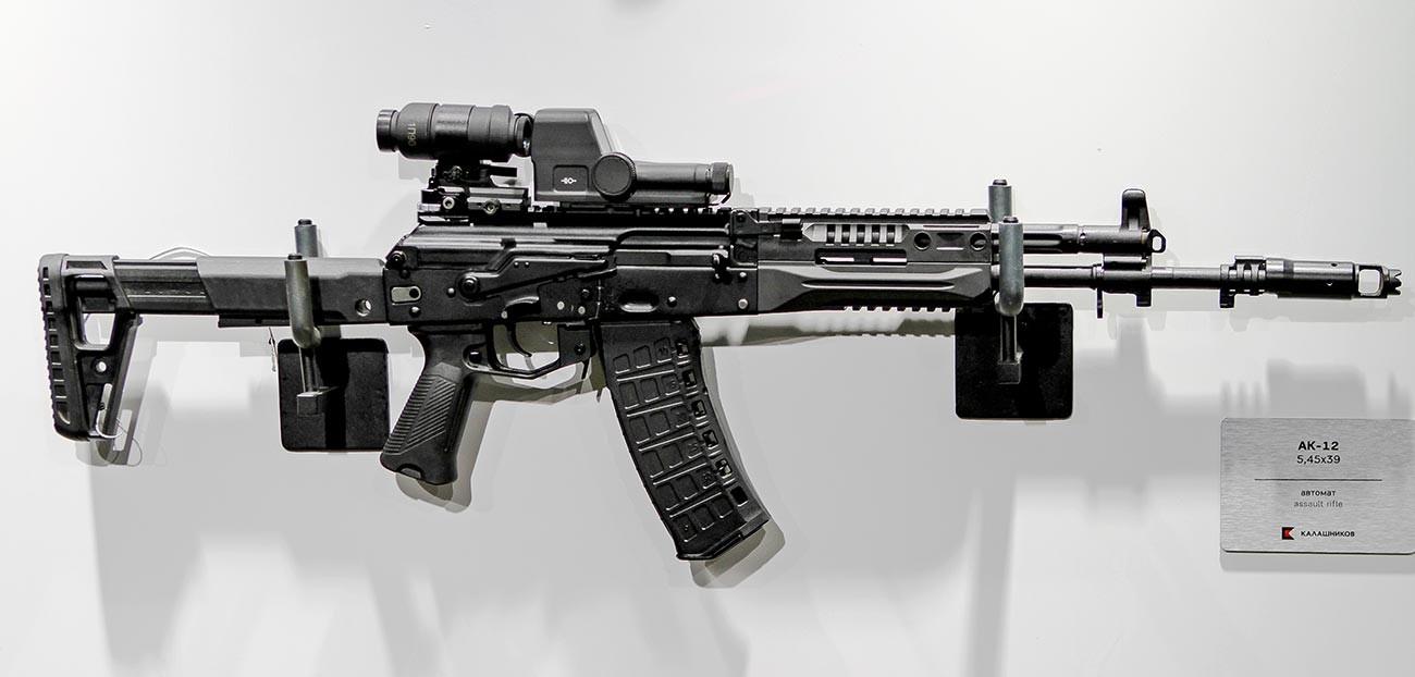 5.45×39 мм камерен AK-12 с преработен полимерен материал, пистолетна ръкохватка и спусков предпазител.