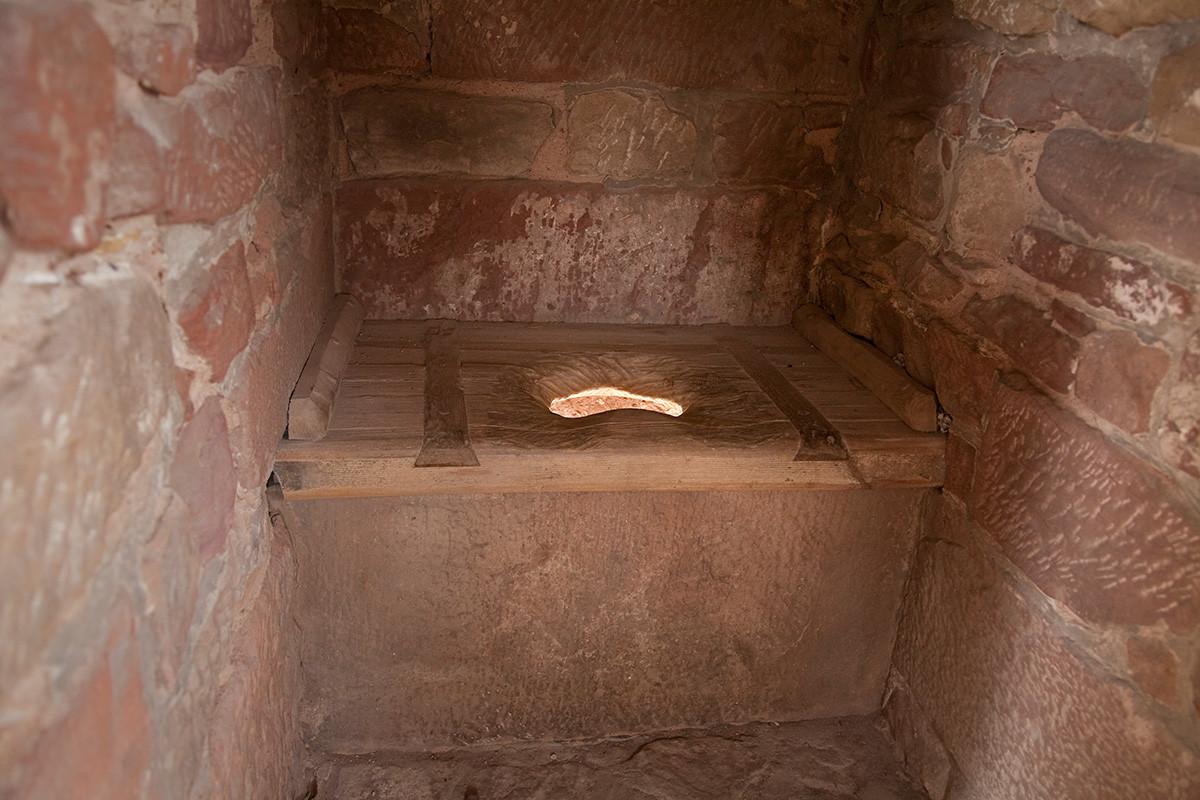 Una tipica toilette medievale, usata sia nell'Europa del nord sia in Russia