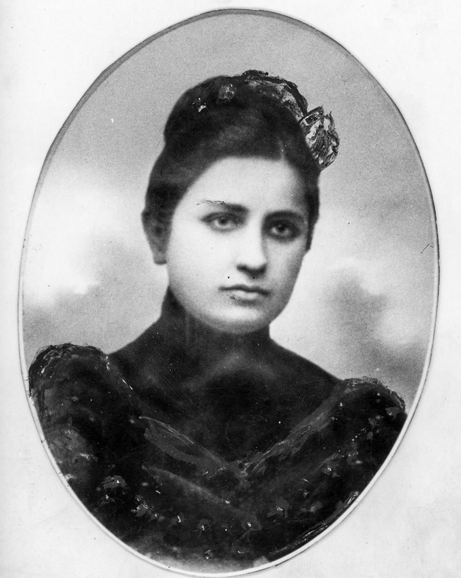 Ekaterina Svanidze, (1880-1907), photographie de 1904 se trouvant également sur sa tombe