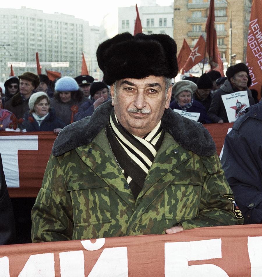 Evgueni Djougachvili durant une manifestation de l'opposition en 1999