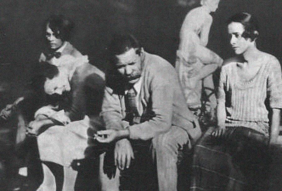 Vladislav Khodasevich, Moura Budberg, Maxim Gorky and Nina Berberova in Italy in 1924.