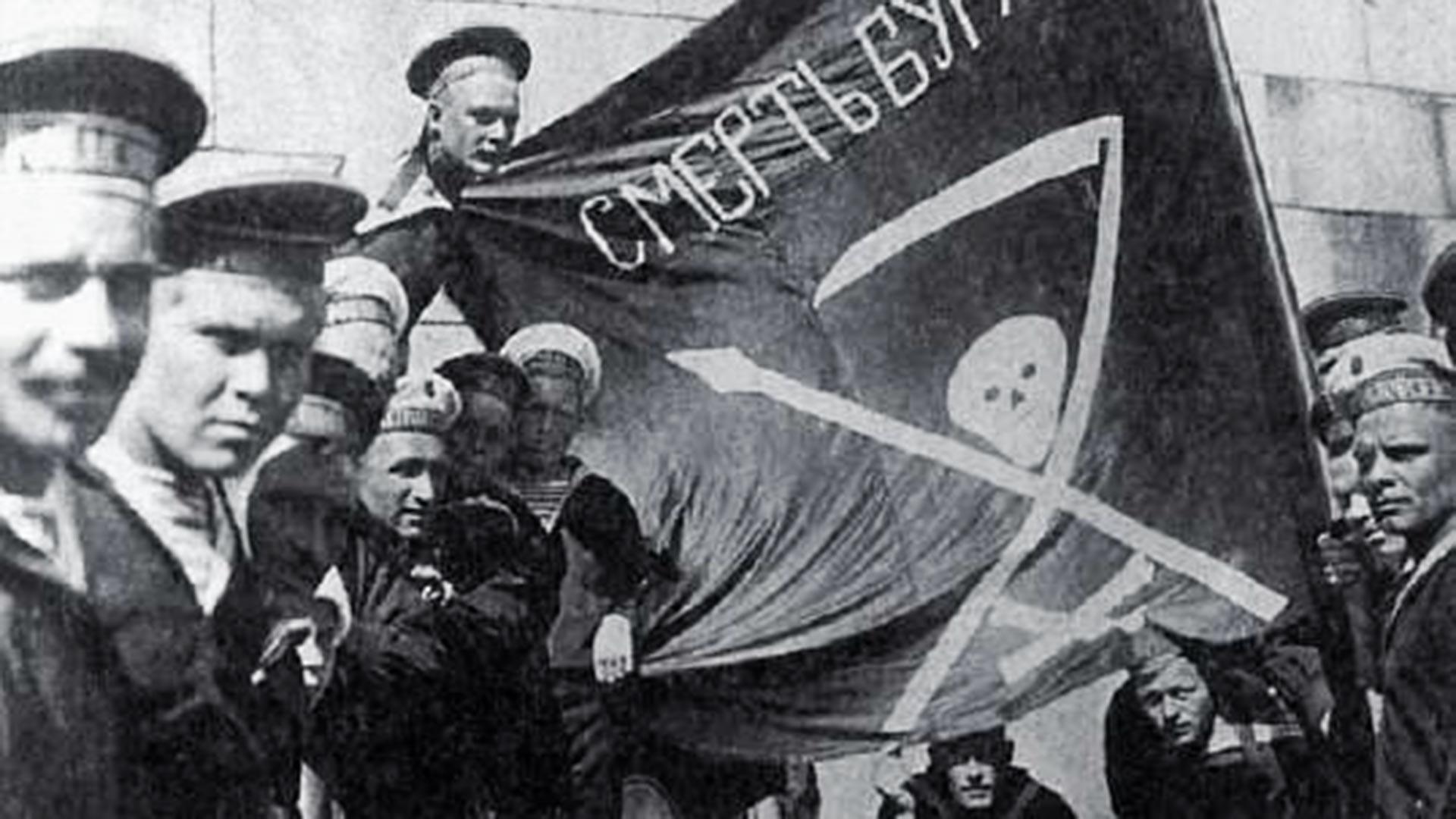 Революционные матросы линкора «Петропавловск» в Хельсинки, лето 1917 г.
