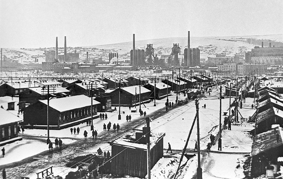 Novokuznetsk, Territorio siberiano occidentale, inverno del 1932. Gli alloggi degli operai della prima fabbrica metallurgica di Novokuznetsk