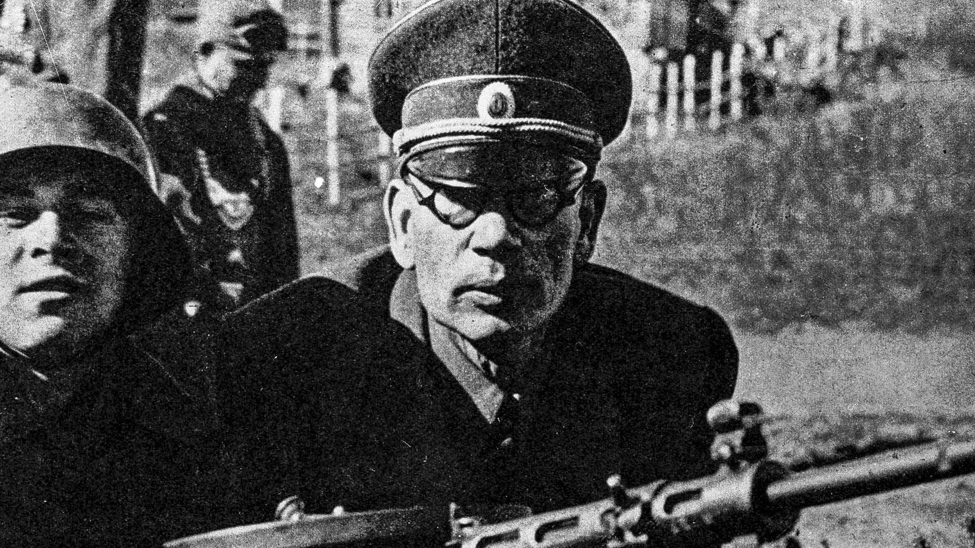Андрей Власов на учениях в 1943 году.