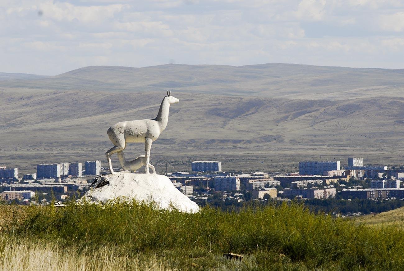 Скульптурная композиция на въезде в город Кызыл.