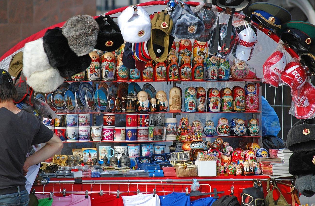 Kios suvenir di Lapangan Merah, Moskow.