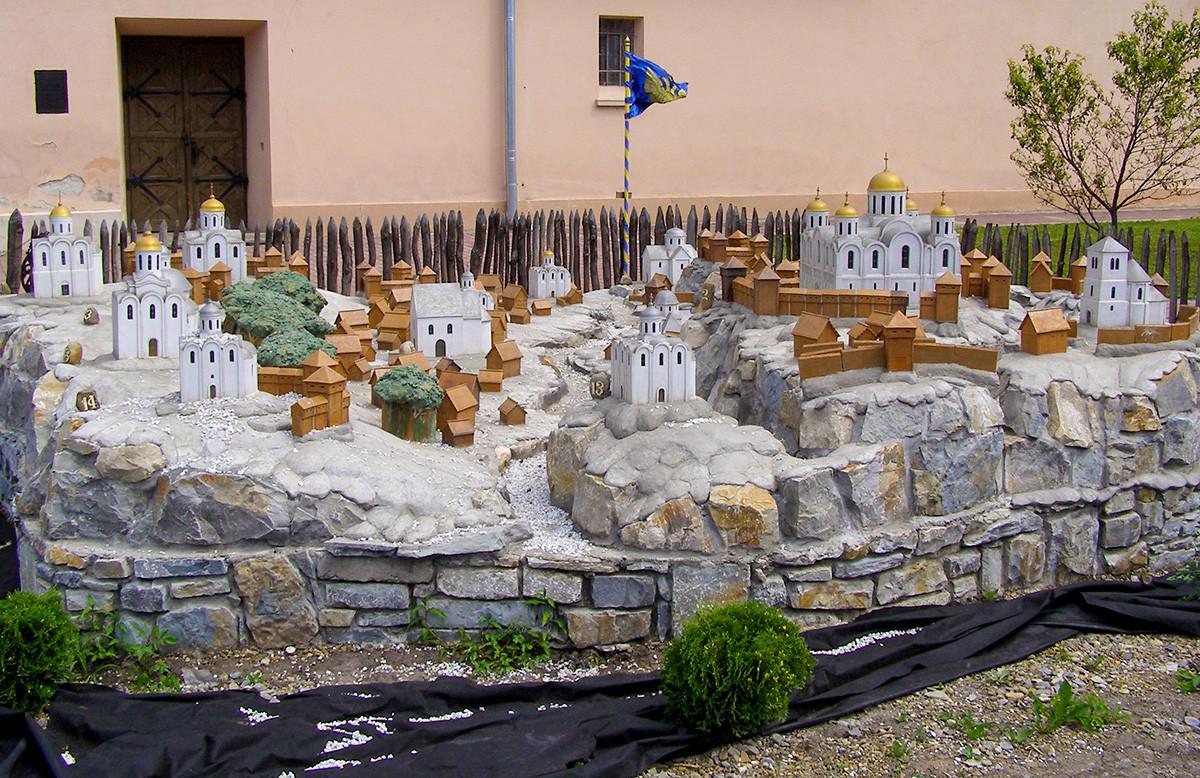 Maquette de l'ancienne cité de Galitch et des temples environnants