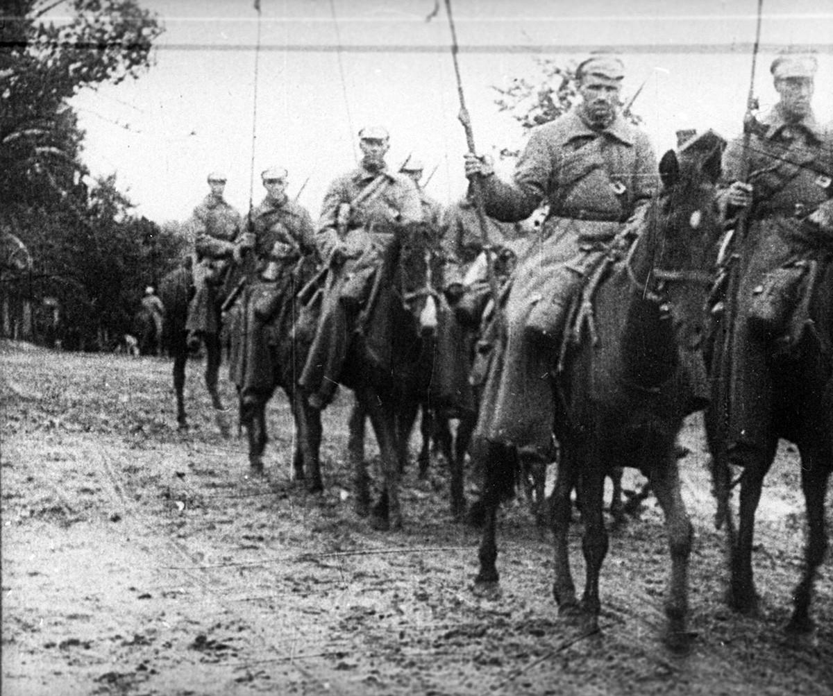 Русија, Грађански рат 1917-1922. Коњица Радничко-сељачке Црвене армије у походу.