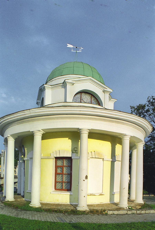 Chapelle de l'élévation de la Croix sur la place Rouge. Vue vers l'ouest. Reconstruite après sa destruction par les bombardements allemands à l'automne 1941
