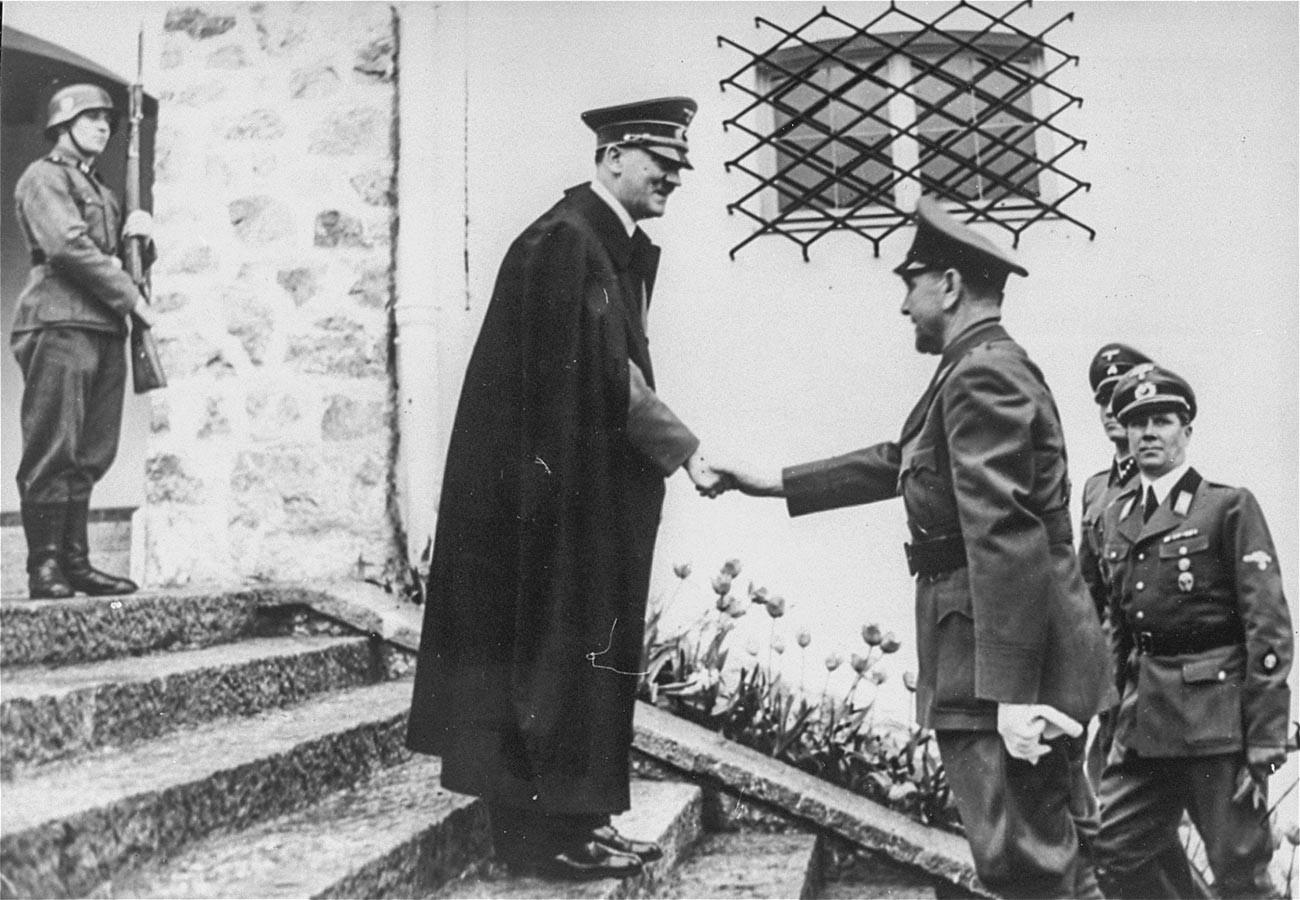 Адолф Хитлер и Анте Павелић, лидер Независне државе Хрватске. Сусрет приликом Павелићеве државне посете Бергхофу у Баварској. Немачка.